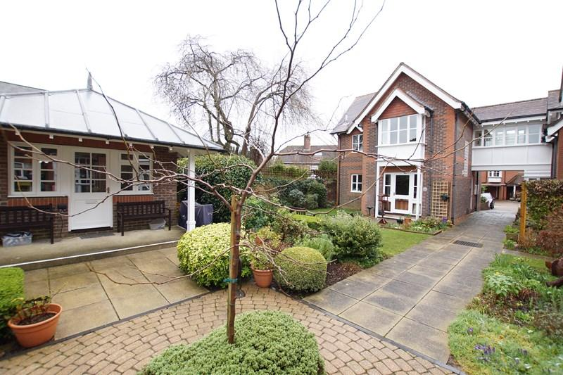 1 Bedroom Flat for sale in Whitecliff Court, Whitecliff Mill Street, BLANDFORD FORUM