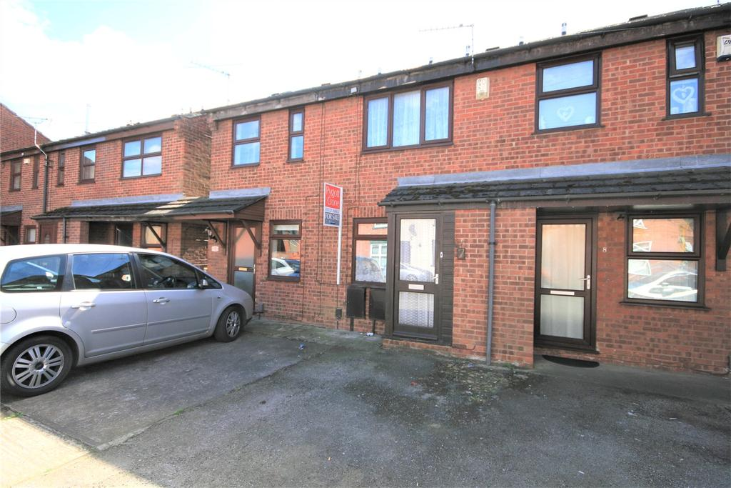 2 Bedrooms Terraced House for sale in Sausthorpe Court, Lincoln, LN5