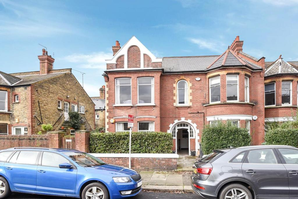 2 Bedrooms Flat for sale in Fieldhouse Road, Balham, SW12