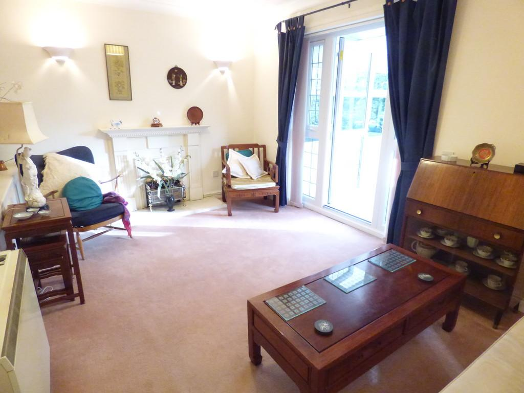 2 Bedrooms Semi Detached Bungalow for sale in Avon Meadow Close, Stratford-Upon-Avon