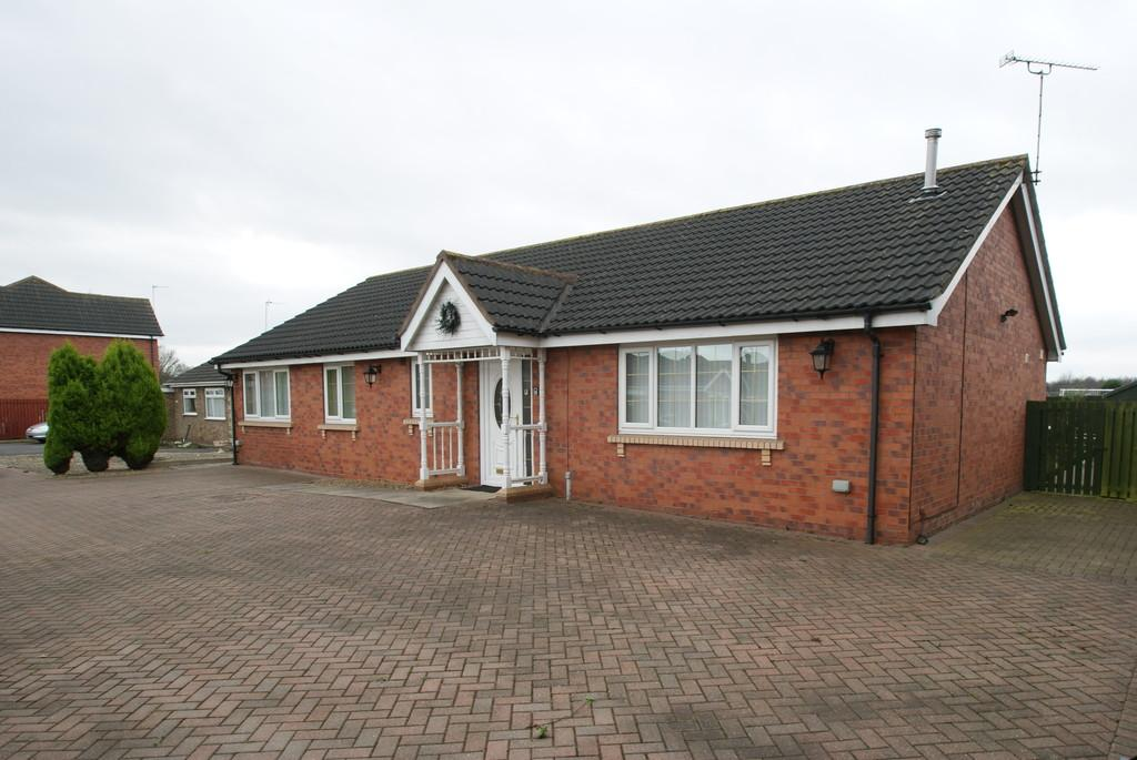 3 Bedrooms Detached Bungalow for sale in Downland Close, Balby, Doncaster