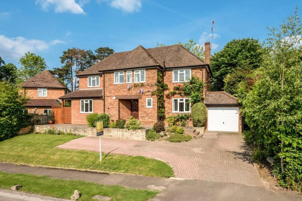 4 Bedrooms Detached House for sale in Silverdale Avenue, Oxshott, Leatherhead, Surrey, KT22
