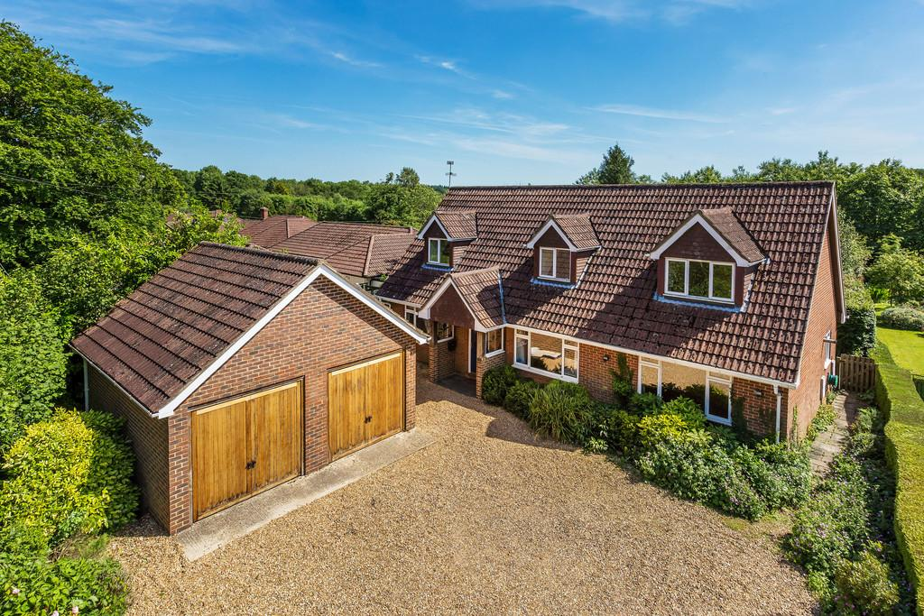 4 Bedrooms Chalet House for sale in Hussell Lane, MEDSTEAD, Hampshire