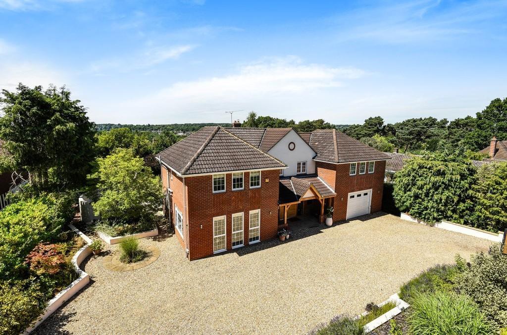 5 Bedrooms Detached House for sale in Monkshanger, Farnham