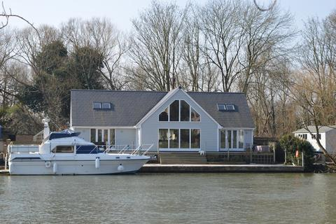 3 bedroom detached house to rent - Riverside, Staines-upon-Thames