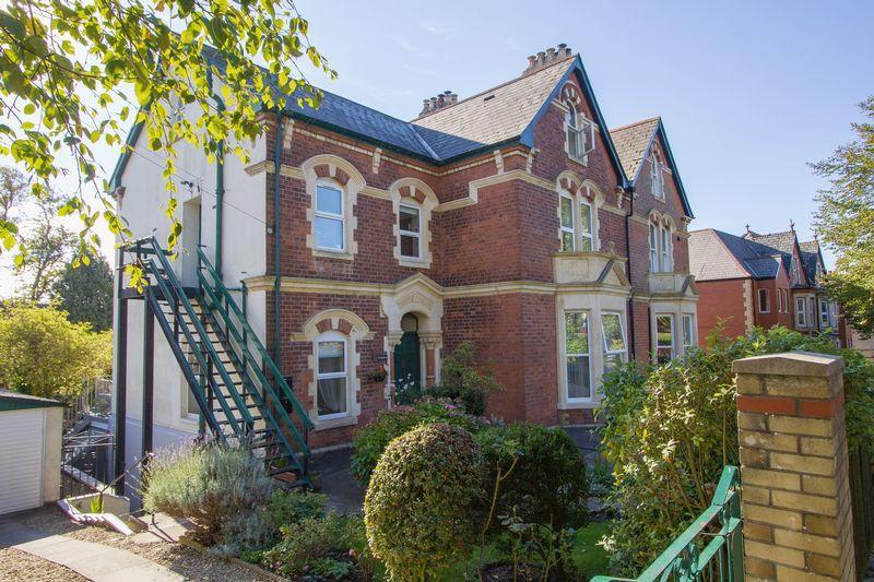 2 Bedrooms Apartment Flat for sale in Albert Crescent, Penarth