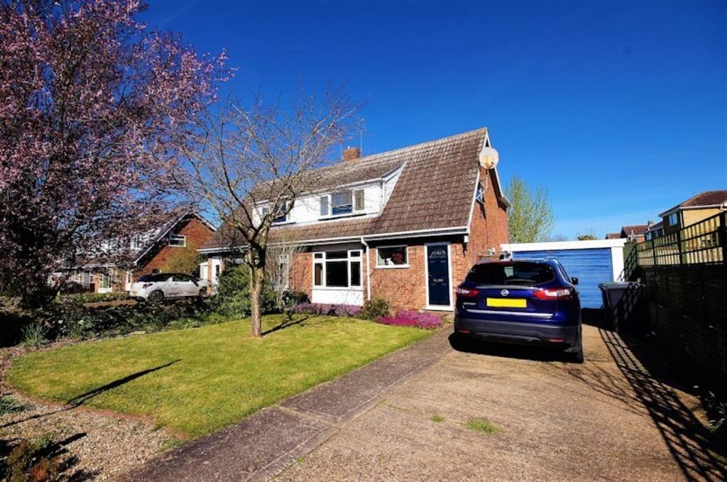 3 Bedrooms Semi Detached House for sale in Fir Tree Avenue, Brant Road, Waddington, Lincoln