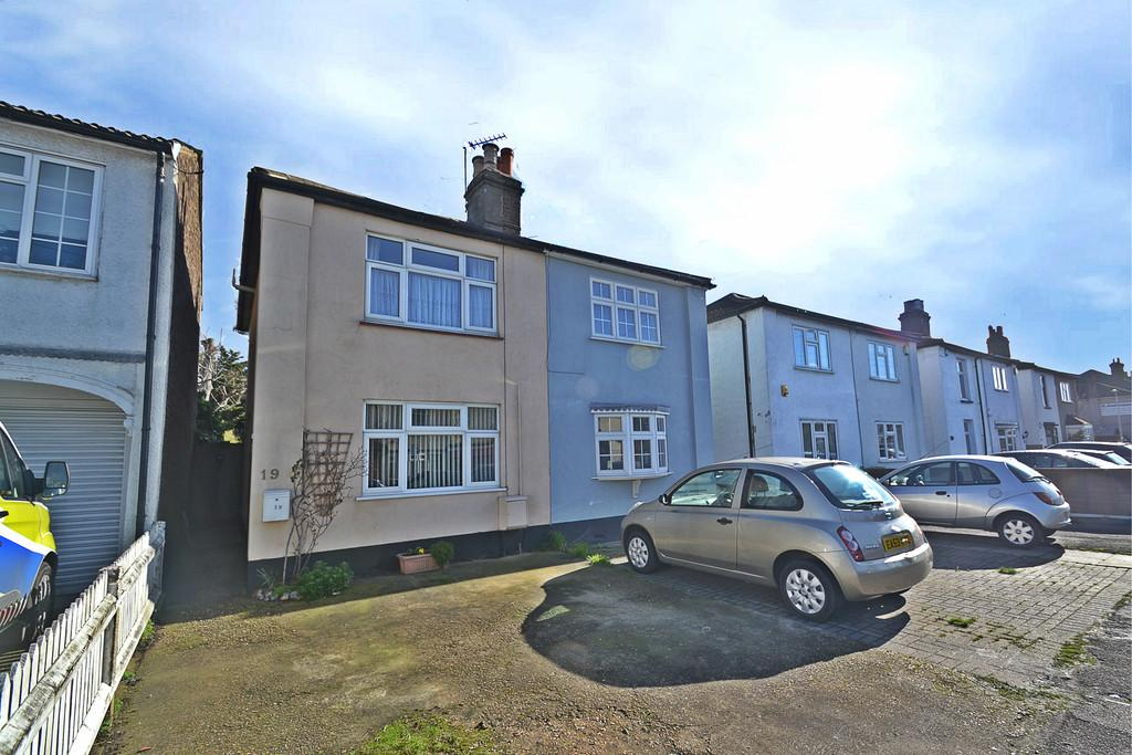 2 Bedrooms Semi Detached House for sale in Albert Road, Romford