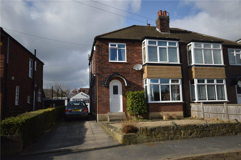 3 Bedrooms Semi Detached House for sale in Carr Manor Grove, Leeds