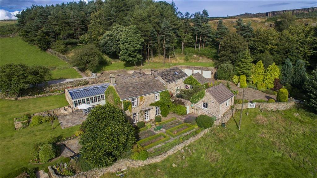 4 Bedrooms Detached House for sale in White House Farm, Sheffield Road, Booths Edge, Hathersage, S32
