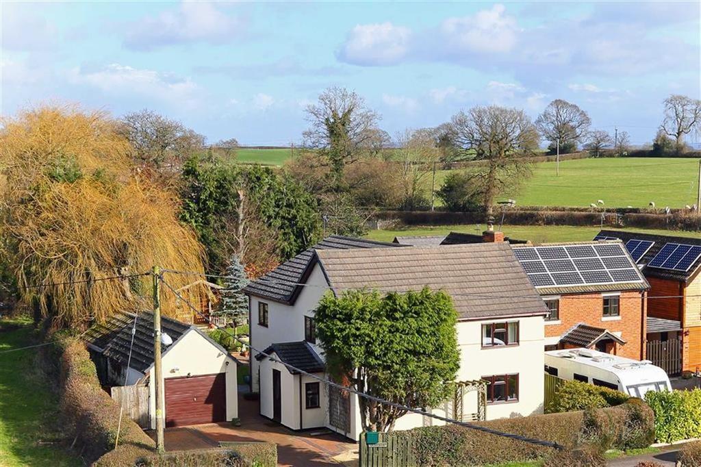 4 Bedrooms Detached House for sale in School Lane, St Martins