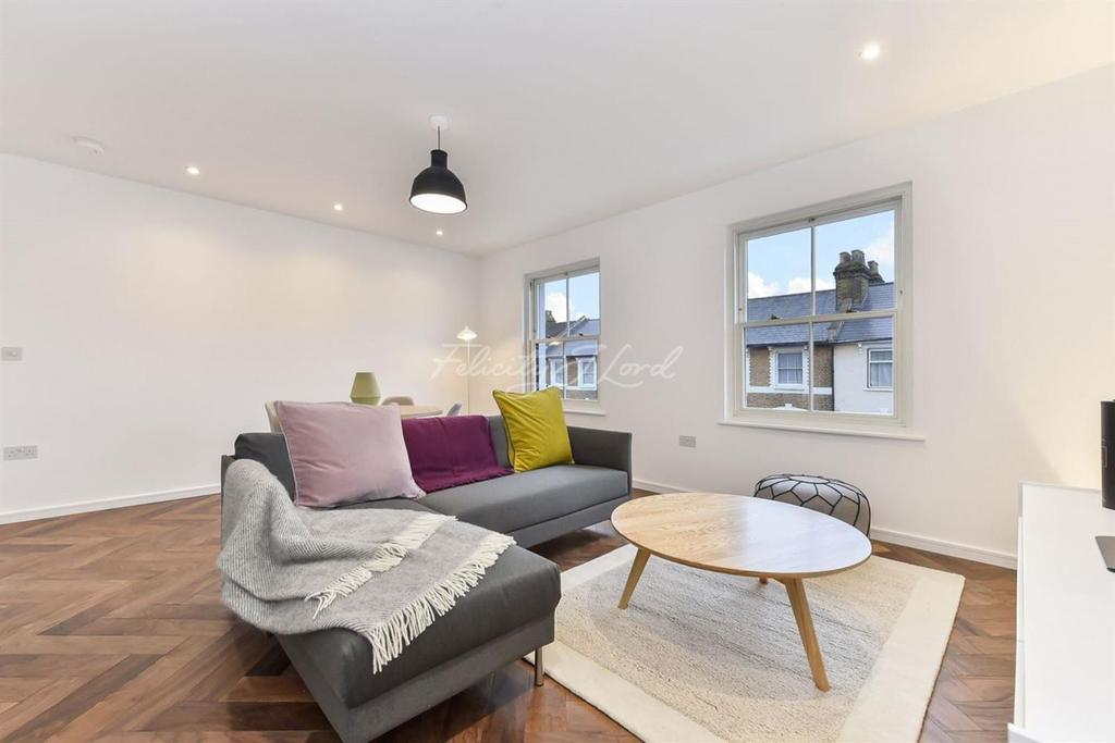 2 Bedrooms Flat for sale in Reighton Road, E5