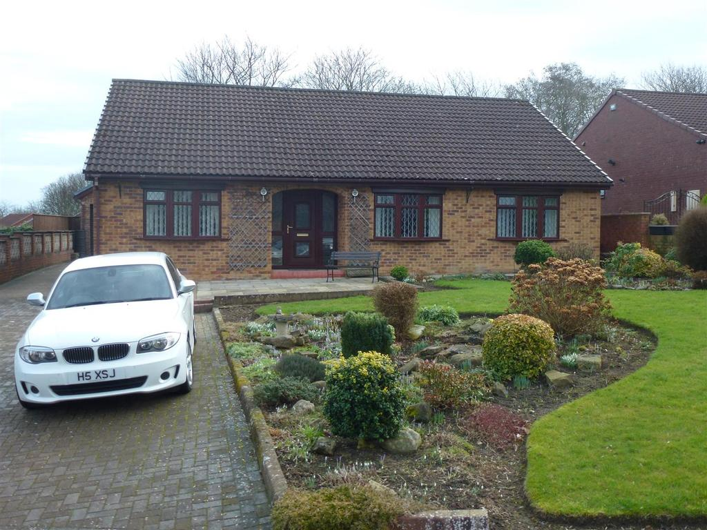 3 Bedrooms Detached Bungalow for sale in Smythsons Close, School Aycliffe, Newton Aycliffe