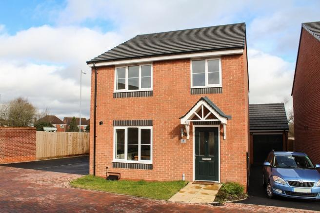 4 Bedrooms Detached House for sale in 5 Saxon Drive, Newport, Shropshire, TF10 7FN