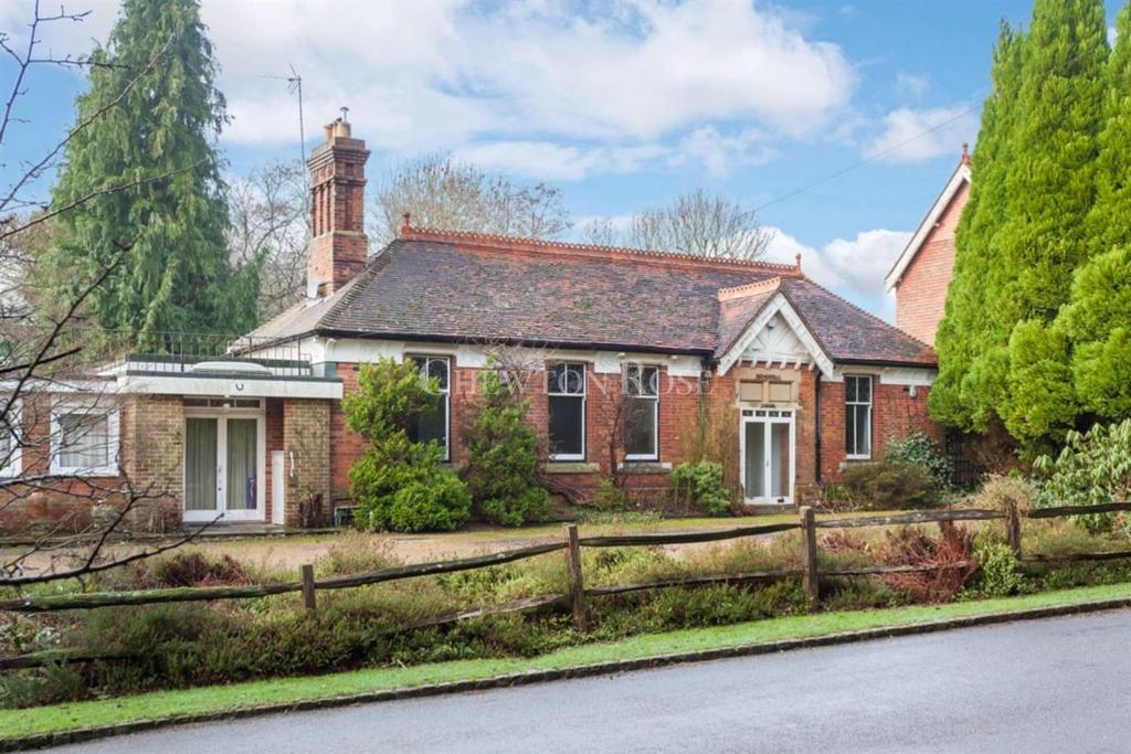 5 Bedrooms Detached House for sale in Rotherfield, Crowborough, East Sussex TN6