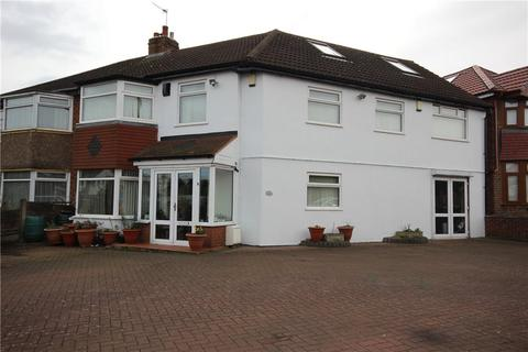 6 bedroom semi-detached house for sale - Wellsford Avenue, Solihull, West Midlands, B92