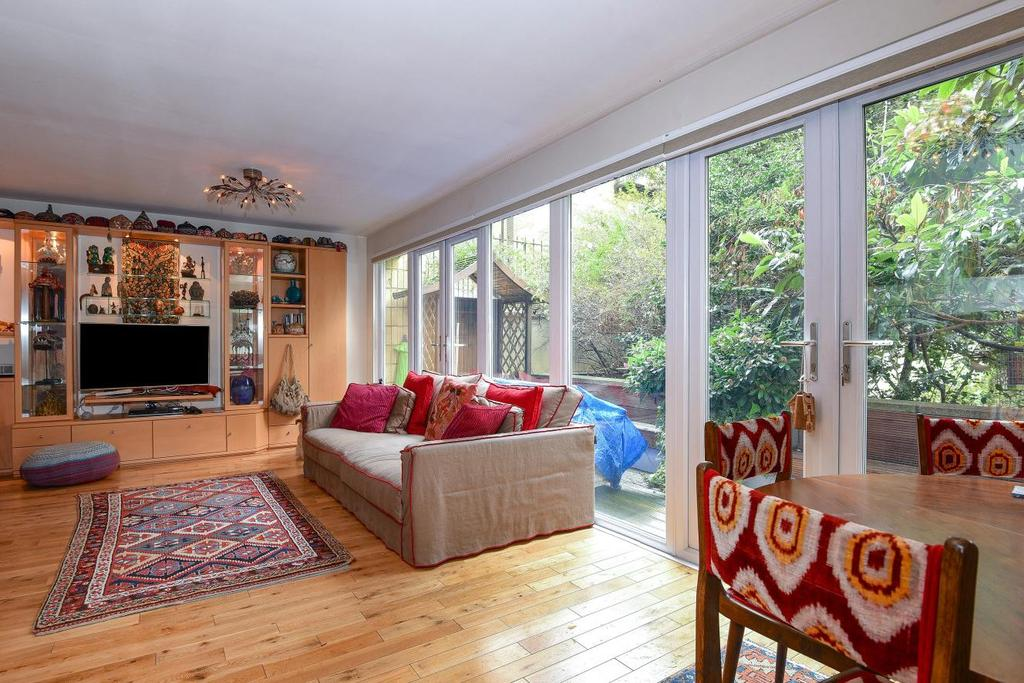 3 Bedrooms Flat for sale in Porchester Square, Bayswater