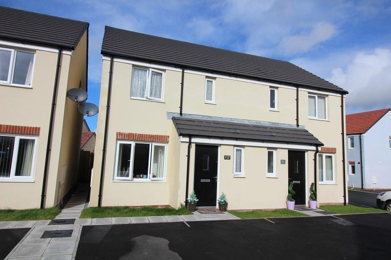 3 Bedrooms Semi Detached House for sale in Gleneagles Close, Hubberston, Milford Haven, Pembrokeshire. SA73 3SG