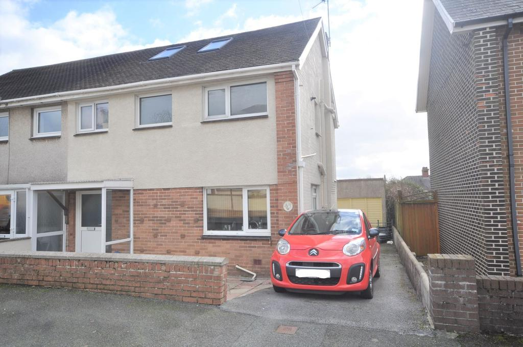 4 Bedrooms Semi Detached House for sale in 32 Steele Avenue, Carmarthen SA31 3DD