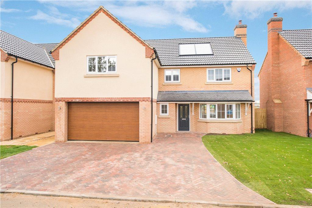4 Bedrooms Detached House for sale in Kestrel Gardens, Wilstead, Bedford, Bedfordshire