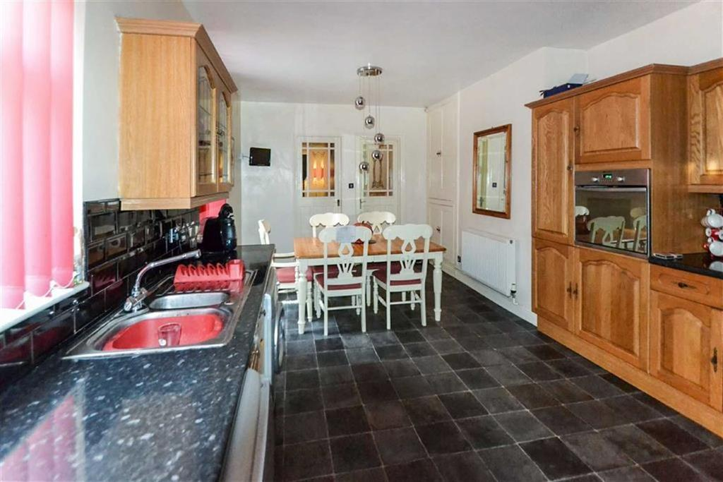 4 Bedrooms End Of Terrace House for sale in Spring Bank West, Spring Bank West, Hull, HU3
