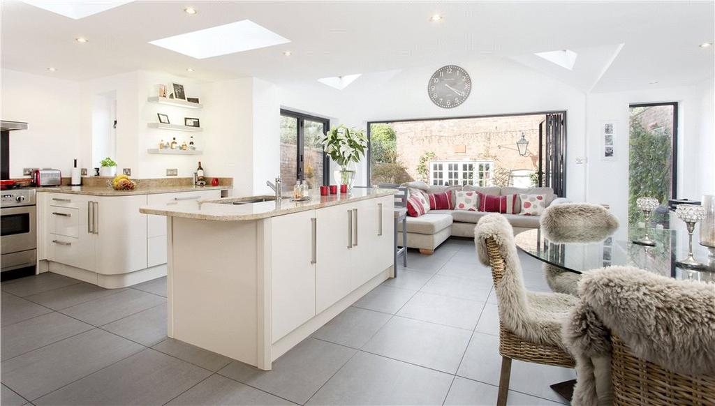 4 Bedrooms Detached House for sale in The Butts, Warwick, CV34