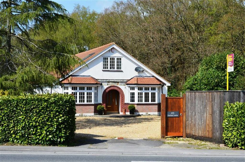5 Bedrooms Chalet House for sale in Wimborne Road West, Wimborne, Dorset