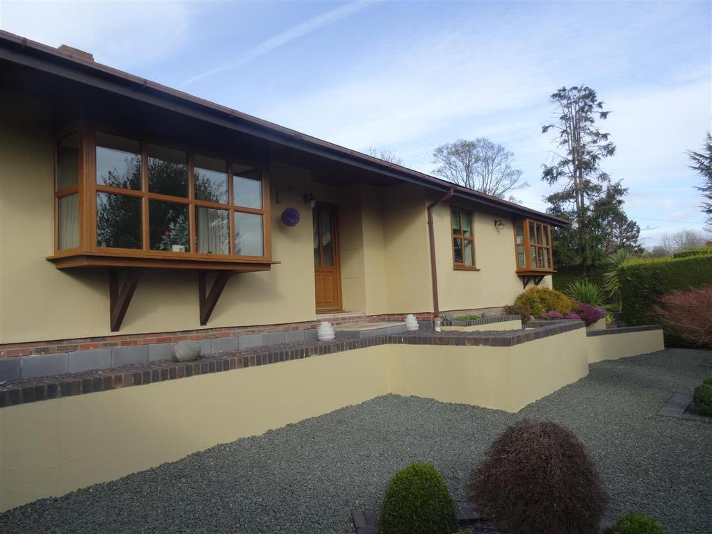 3 Bedrooms Detached Bungalow for sale in Middletown, Welshpool