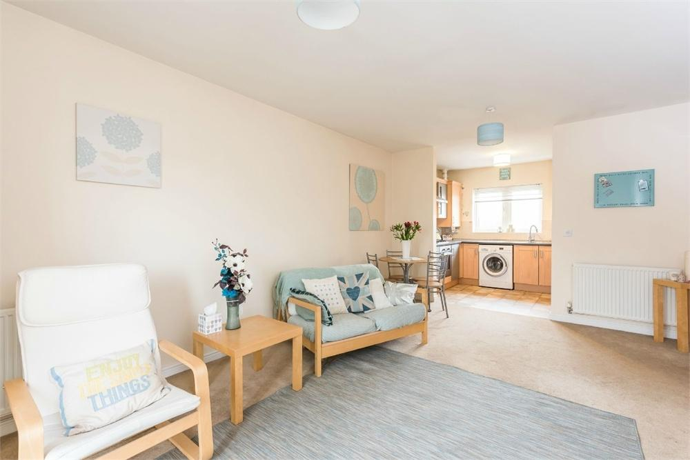 2 Bedrooms Flat for sale in Laithe Hall Avenue, CLECKHEATON, West Yorkshire