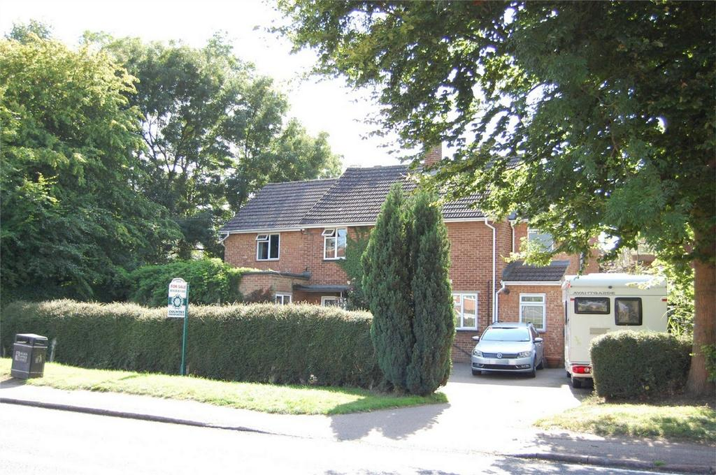 6 Bedrooms Detached House for sale in London Road, Woolmer Green, Hertfordshire