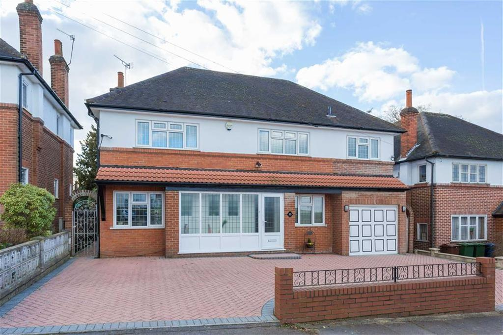 4 Bedrooms Detached House for sale in Rochester Drive, Pinner, Middlesex