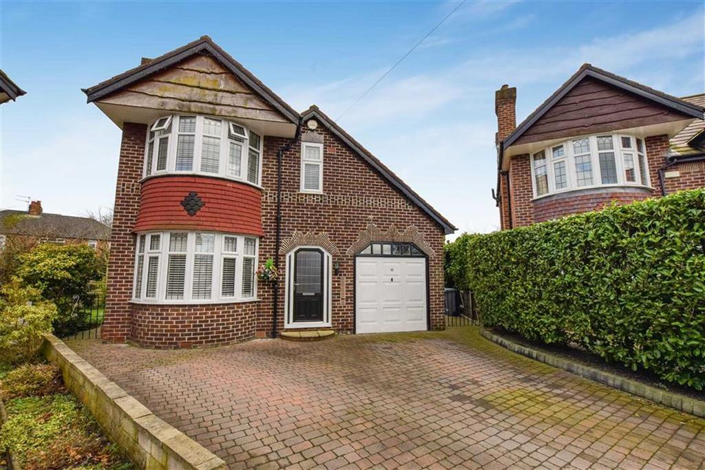 3 Bedrooms Detached House for sale in Grange Avenue, Urmston, Manchester