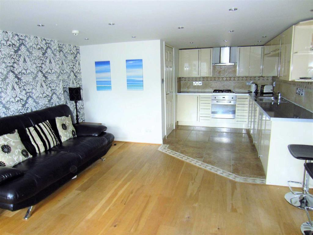 2 Bedrooms Apartment Flat for sale in St Margarets Road, Bowdon, Cheshire, WA14