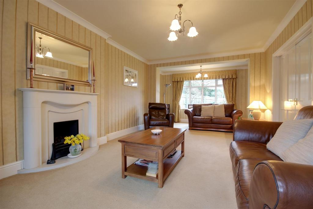 4 Bedrooms Detached House for sale in Allanhall Way, Kirk Ella, Hull