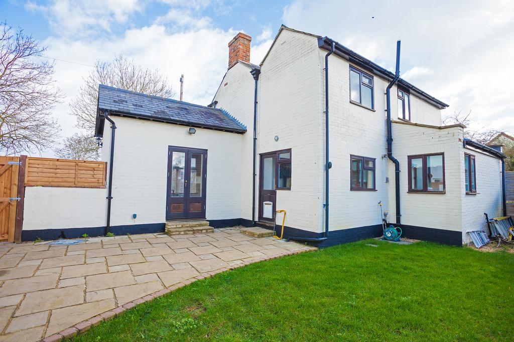 3 Bedrooms Detached House for sale in 15 Quainton Road, North Marston