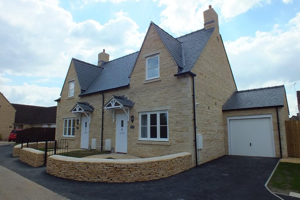 2 Bedrooms Semi Detached House for sale in South Cerney