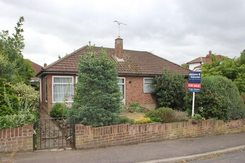 3 Bedrooms Detached Bungalow for sale in Daws Heath, SS7