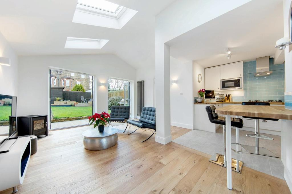 4 Bedrooms Terraced House for sale in Barrow Road, SW16