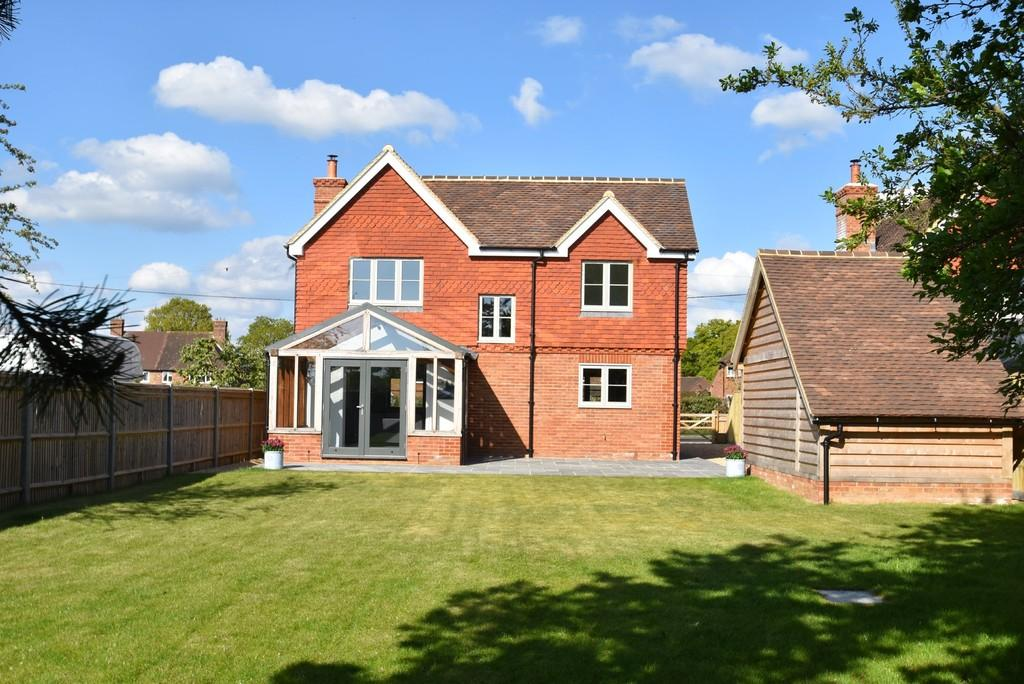 4 Bedrooms Detached House for sale in Alfold , Nr Godalming