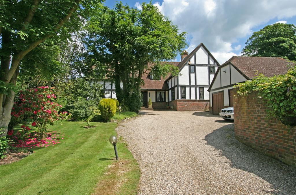 5 Bedrooms Detached House for rent in Farm Close, Chipstead