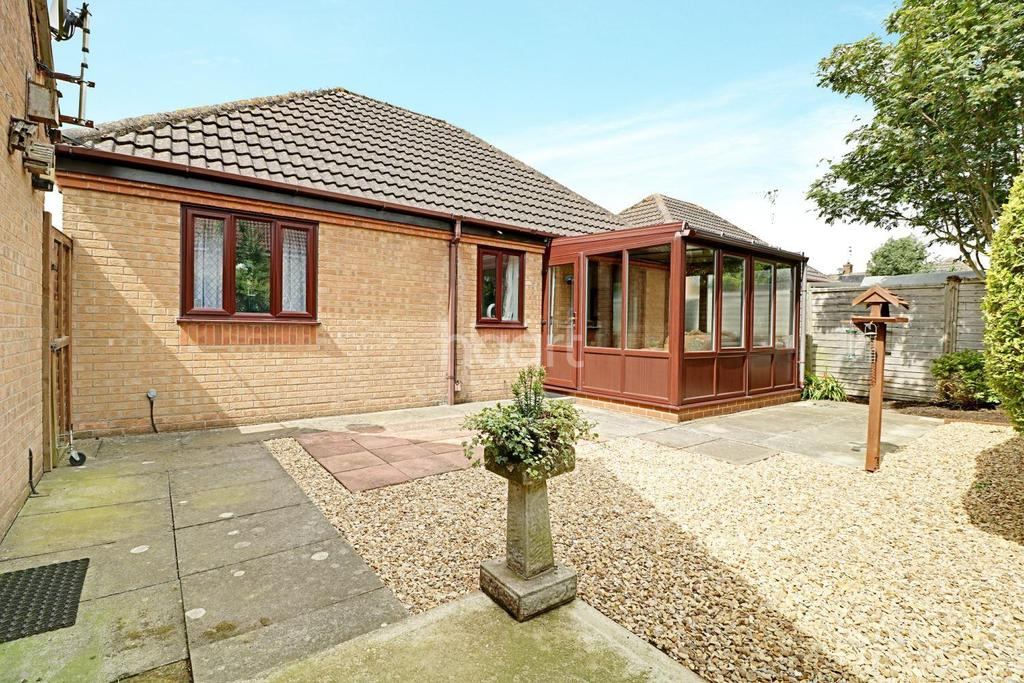 2 Bedrooms Bungalow for sale in Churchfields Road, Folkingham, NG34 0TR