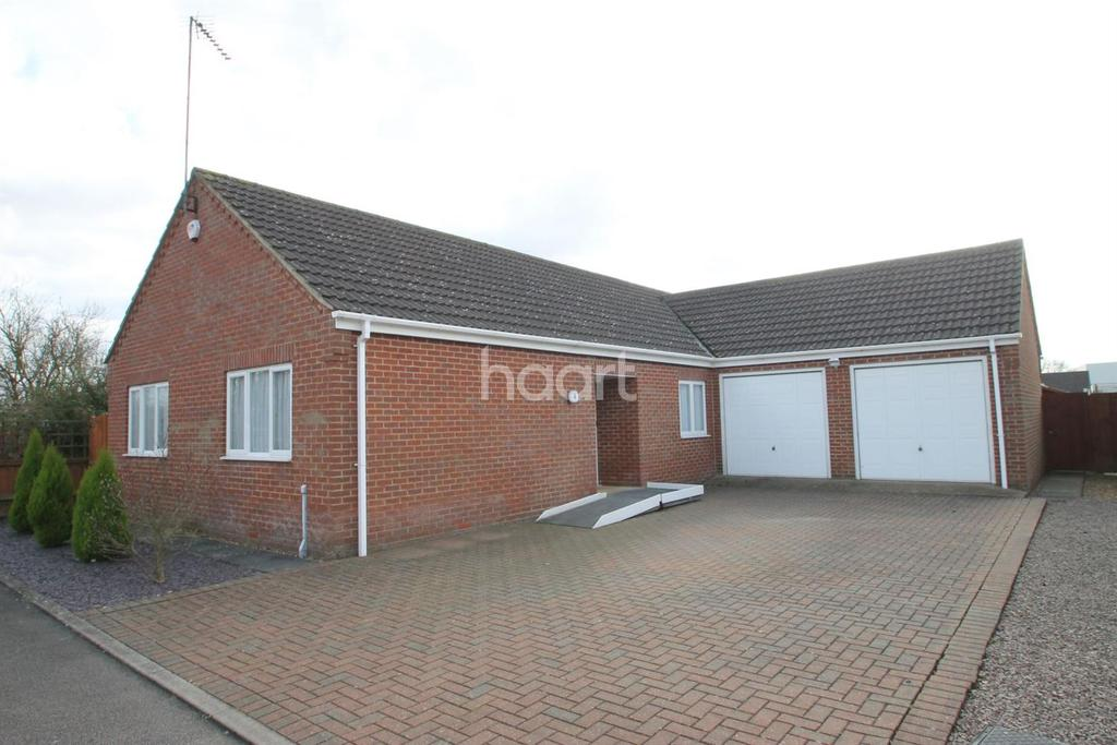 3 Bedrooms Bungalow for sale in Thurloe Close, Wisbech