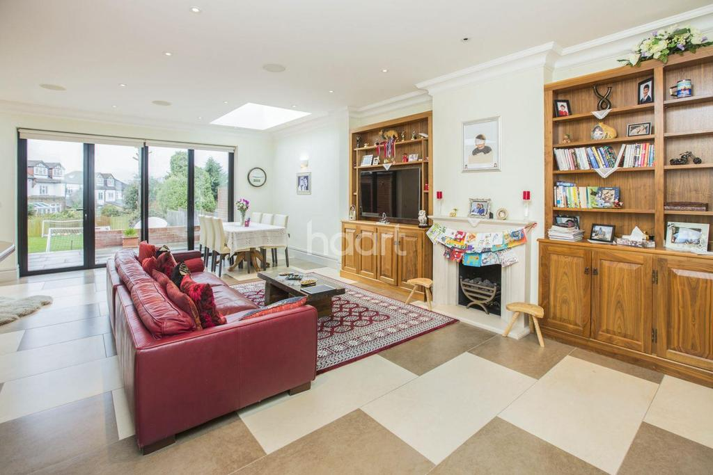 5 Bedrooms Semi Detached House for sale in Forestdale, Southgate, N14