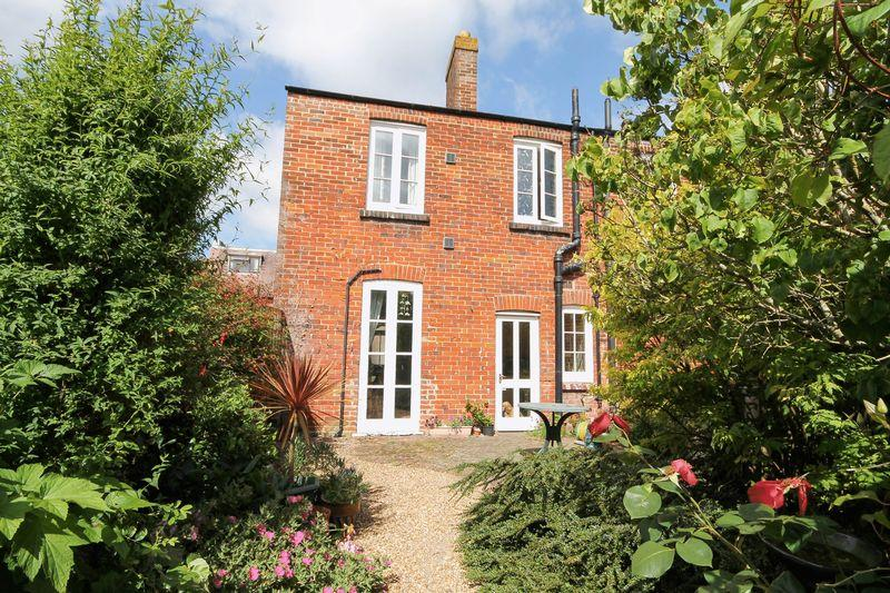 2 Bedrooms End Of Terrace House for sale in Church Path, Emsworth