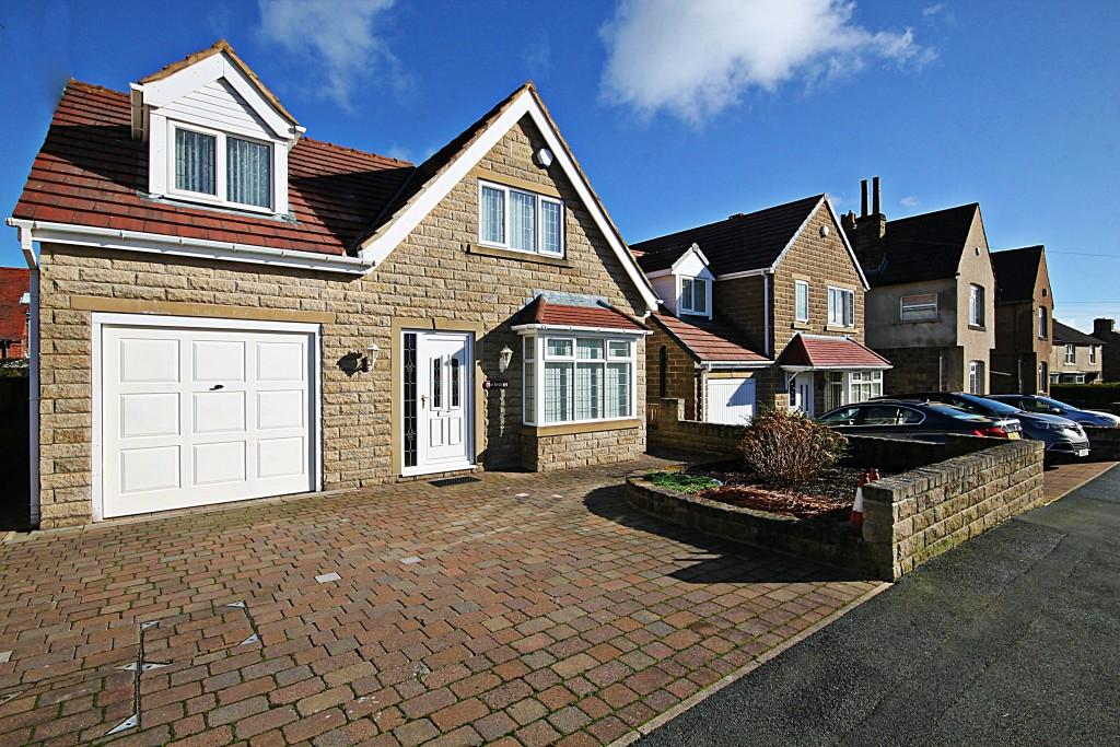 3 Bedrooms Detached House for sale in Springfield Road, Baildon