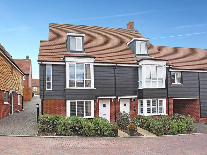 5 Bedrooms Semi Detached House for sale in Queenstock Lane, Buxted, East Sussex