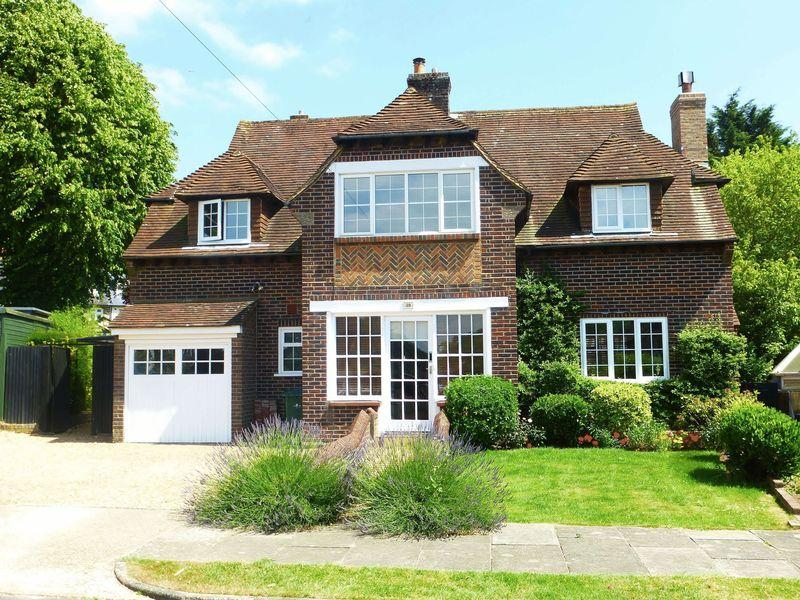4 Bedrooms Detached House for sale in Court Close, Patcham, Brighton, East Sussex,