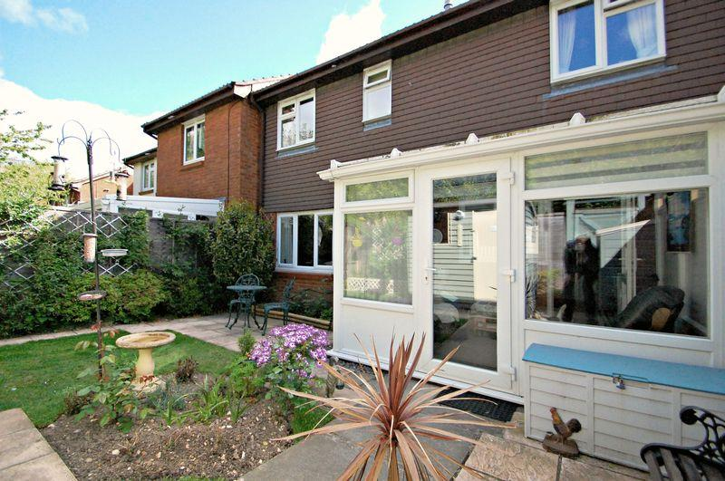 2 Bedrooms Terraced House for sale in 14 Dukes Close, PETERSFIELD, Hampshire, GU32