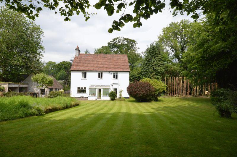 5 Bedrooms Detached House for sale in Liphook Road, Haslemere