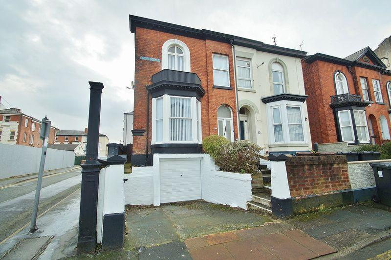 6 Bedrooms Semi Detached House for sale in Bank Square, Southport